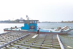 新型蚵棚可用20年 大幅減少海廢