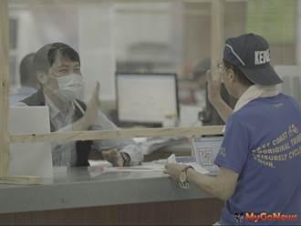 新北副市長陳純敬變裝突擊「都更諮詢專區」