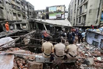印度孟買北部公寓樓倒塌 死者增加到20人