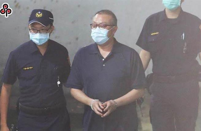 立委蘇震清(中)在羈押期間,剃了大光頭,如今偵結起訴,北院裁定羈押,立法院也准許。(季志翔攝)