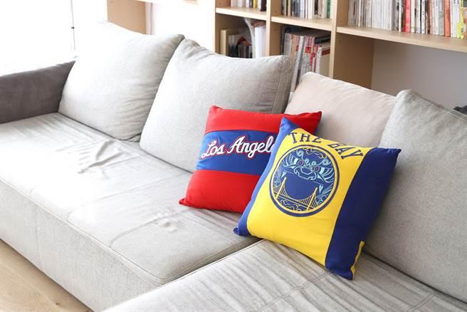 在Looptworks設計師的巧思下,NBA球衣變成了抱枕。(Looptworks提供)
