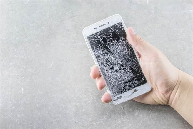 她新手機摔爛想拒繳分期 網一看邏輯瞎爆:刷新我三觀。(示意圖 達志)