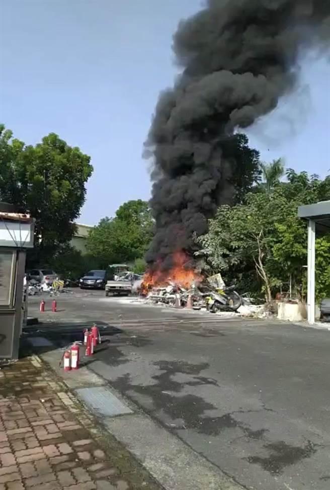 屏縣警局交通隊火警,讓附近居民虛驚一場。(警方提供/林和生屏東傳真)
