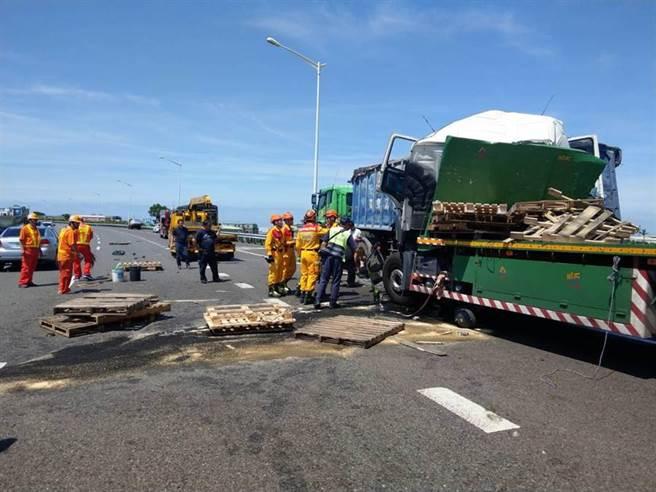 國道2號西向8.1公里處發生一起2大1小的車禍事故。(翻攝照片/姜霏傳真)