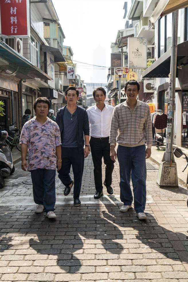 納豆(左起)、施名帥、鄭人碩、劉冠廷演出四人幫老同學。(甲上提供)