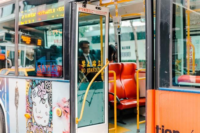 搭藍26公車司機狂飆 內科上班族曝恐怖經驗:不敢再搭(示意圖/達志影像)