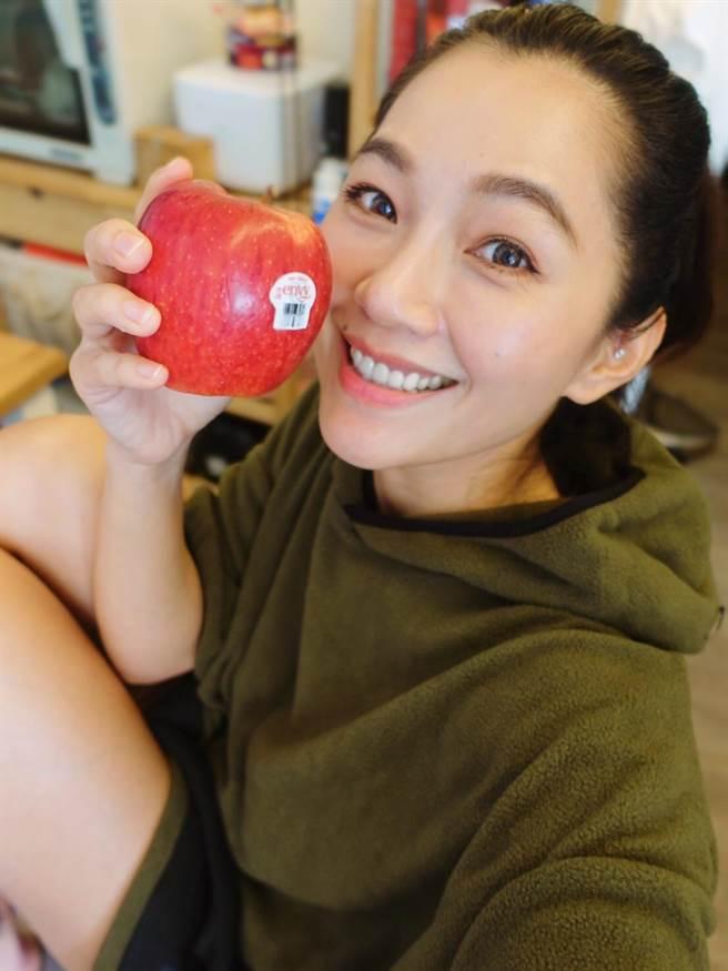 馬克媽媽在粉專中推薦號稱蘋果界香奈兒的「愛妃蘋果」(圖/品牌提供)