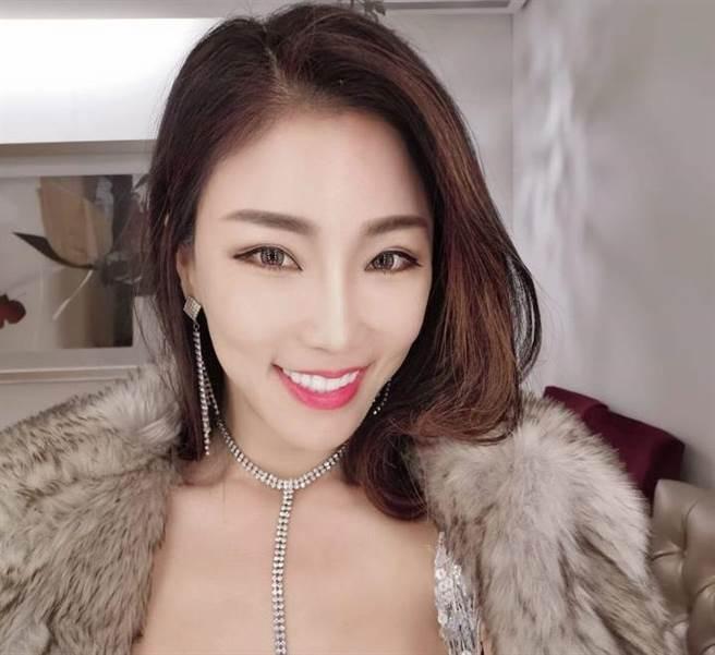挺韩直播主、模特 高钧钧。(图/翻摄自 脸书)