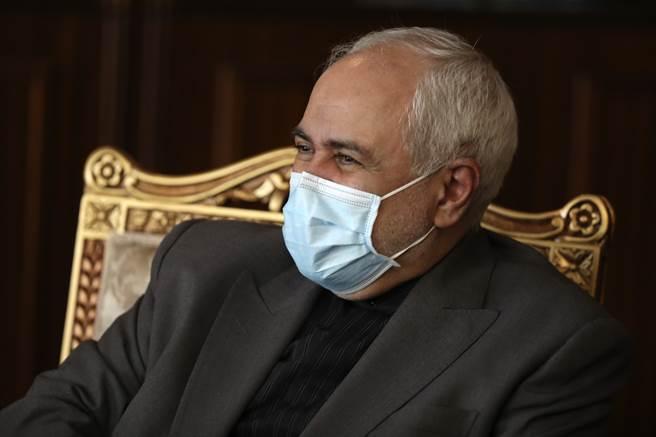 正值美伊關係緊繃之際,伊朗外長扎里夫在聯合國大會視訊會議上表示,伊朗已準備與美國全面交換人質。圖為扎里夫。(美聯社)