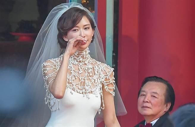 林繁男去年欣慰送女兒林志玲出嫁。(本報系資料照)
