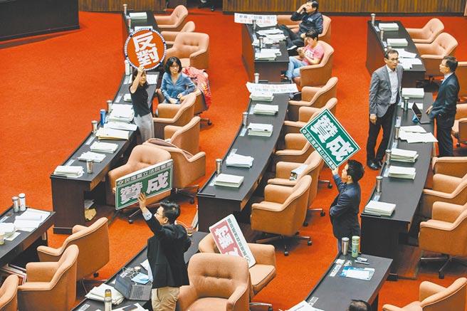 台北地檢署起訴民進黨立委蘇震清等4位立委。立法院祕書長林志嘉21日表示,法院若決定延押,必須得立院同意,將由朝野協商討論決定。(本報資料照片)