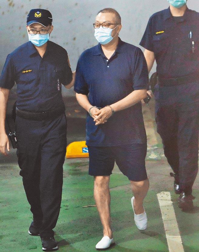 台北地檢署21日依貪汙罪起訴立委蘇震清(中),檢方查出他收賄最多,長達9年。(季志翔攝)