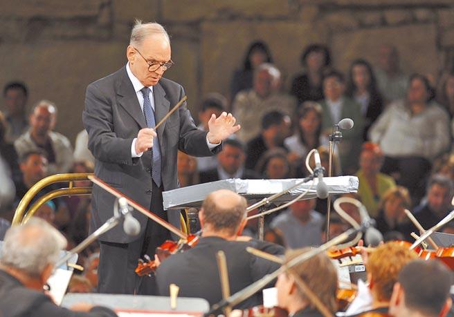 配樂大師、義大利作曲家莫利柯奈今年過世,金曲作曲家李哲藝認為他是作曲家中的作曲家。(美聯社)