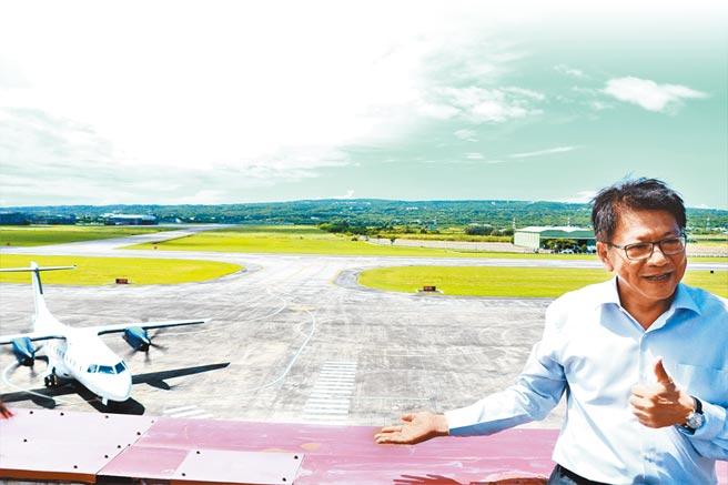 恆春機場國際包機原定6月要啟航卻遇疫情延宕,等待逾3個月後,菲律賓籍中型客機終在21日飛進恆春。(謝佳潾攝)