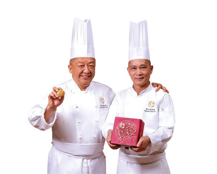 香港奶黃月餅創始人、《皇玥餅藝》師傅葉永華(左)指出,製作流心奶黃月餅需要近30道工序。(圖/皇玥餅藝)