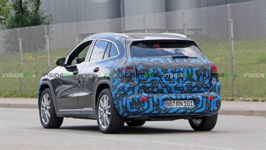 電池供應卡卡、工廠遲無著落,賓士 EQA 跨界電動休旅延期至 2021 年發表
