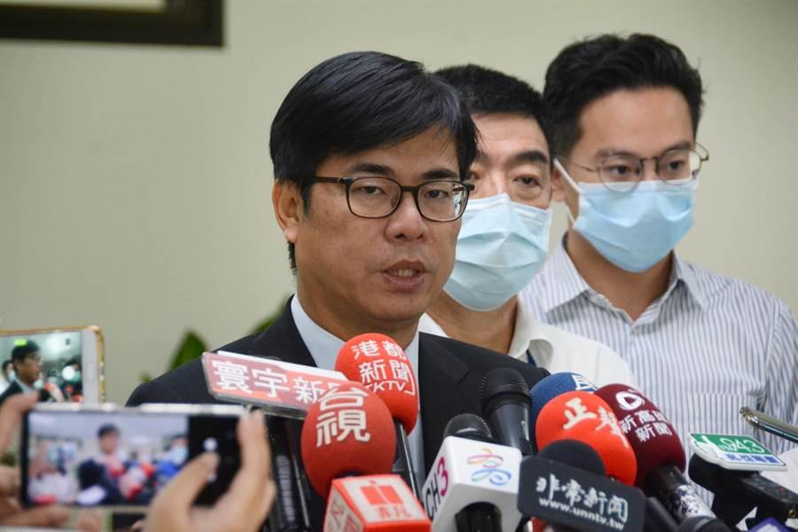 高雄市長陳其邁22日受訪談預算編列,表示今年延續編1億元青創基金,但他批評過去編的3億,「在6月以前預算執行效果非常不好」。(林宏聰攝)