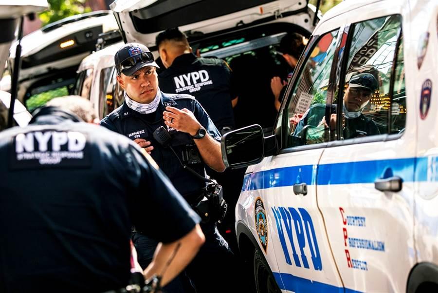 一名出生大陸西藏的紐約市警察21日遭到美國執法人員逮捕,他被控為北京擔任間諜,監視在美藏人的行動。圖為紐約市警察資料照,非當事人。(資料照/路透社)