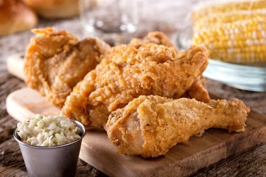 炸雞界霸主是誰?網狂推「它」:吃到不想停很可怕。(示意圖/Shutterstock)
