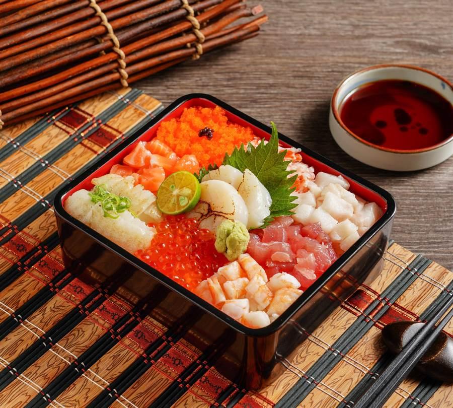 微風北車限定餐點,推出全新「生魚海鮮重系列」,提供7款丼飯,此為「豪華珠寶盒」。(米塔集團提供)