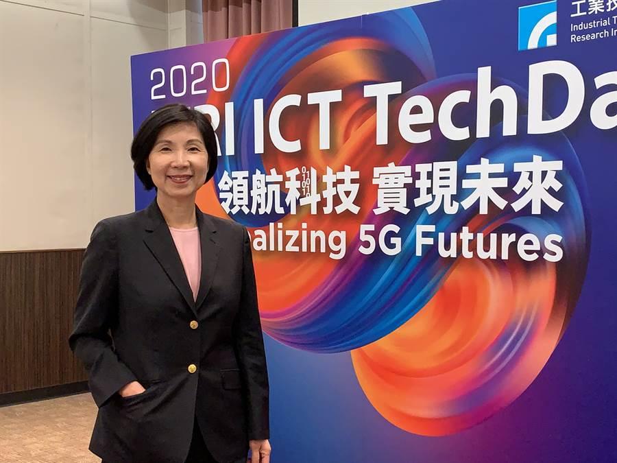 遠傳總經理井琪今出席公開場合,暢談5G資費1399元是跳樓價。(圖/王逸芯攝)