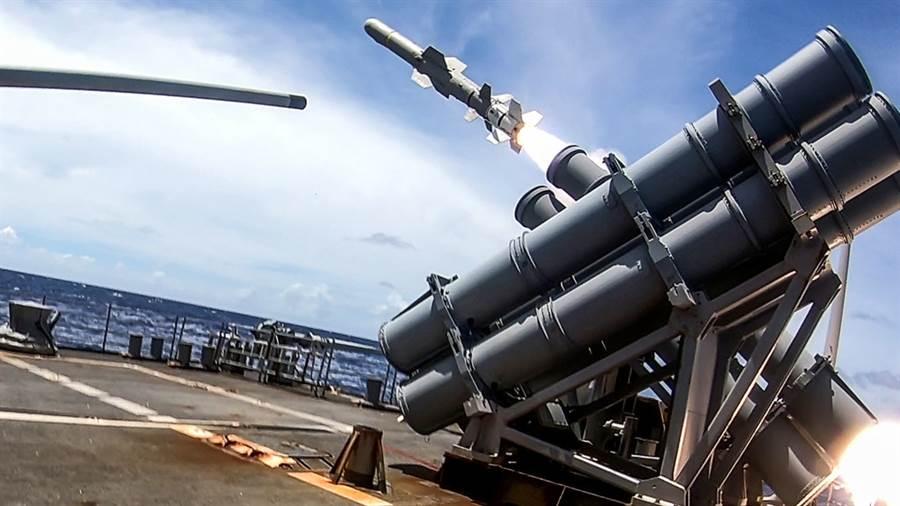 安提坦號巡洋艦發射魚叉飛彈。(圖/美國海軍)