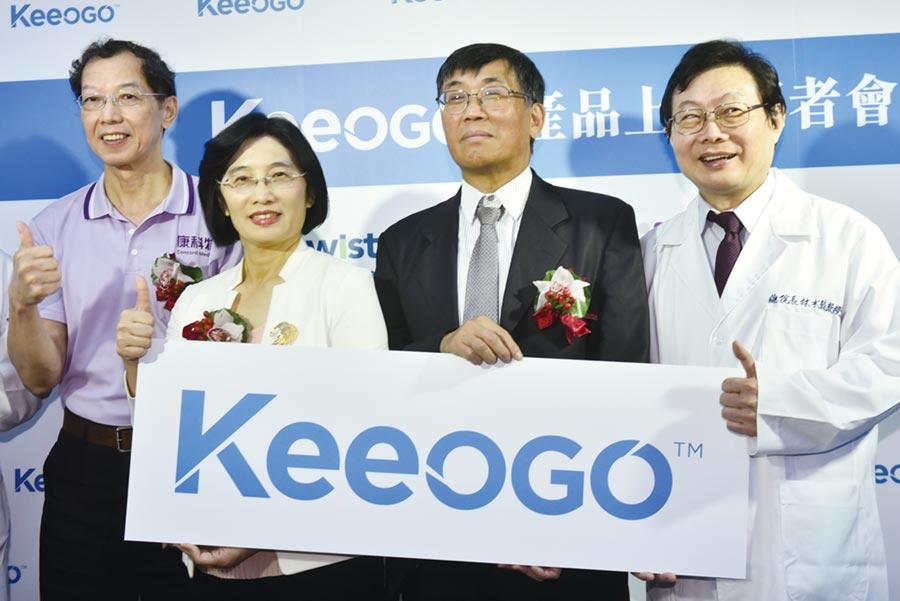 緯創醫學科技總經理黃俊東(右二)及康科特董事長劉靜怡(左二)。圖/顏謙隆