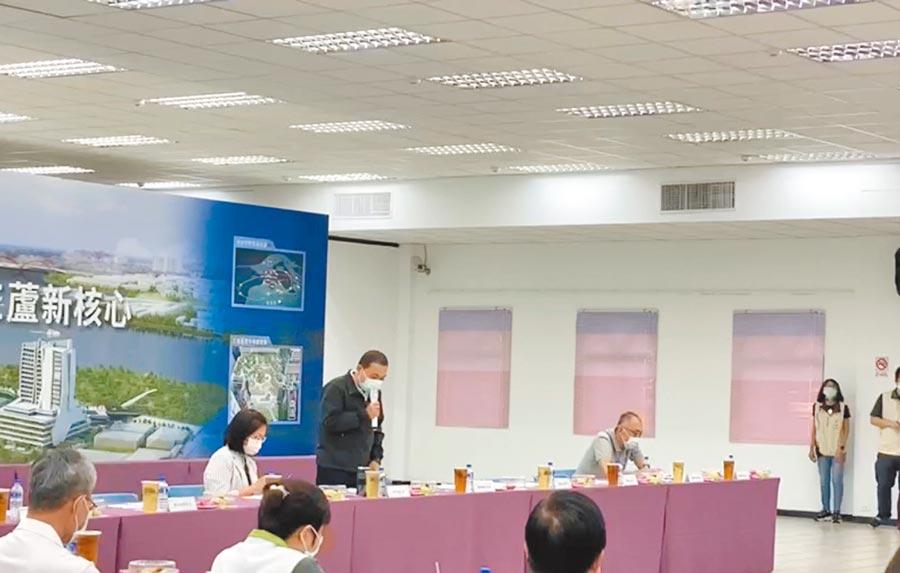 新北市長侯友宜承諾會和居民溝通,但三重果菜市場移到蘆洲南北側計畫「勢在必行」。(民眾提供/戴上容新北傳真)