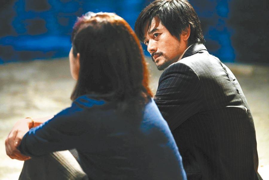 楊千嬅(左)在片中與郭富城有對手戲。(華映娛樂提供)