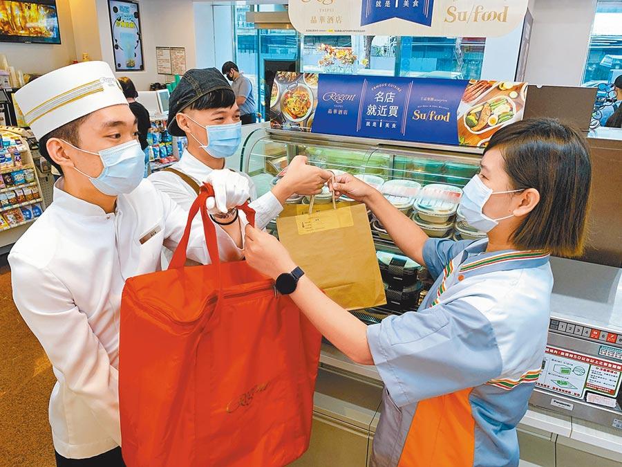 王品集團、晶華酒店業者前一日接單、準備食材,當日現做新鮮菜色,再送到7-11門市。(7-11提供)