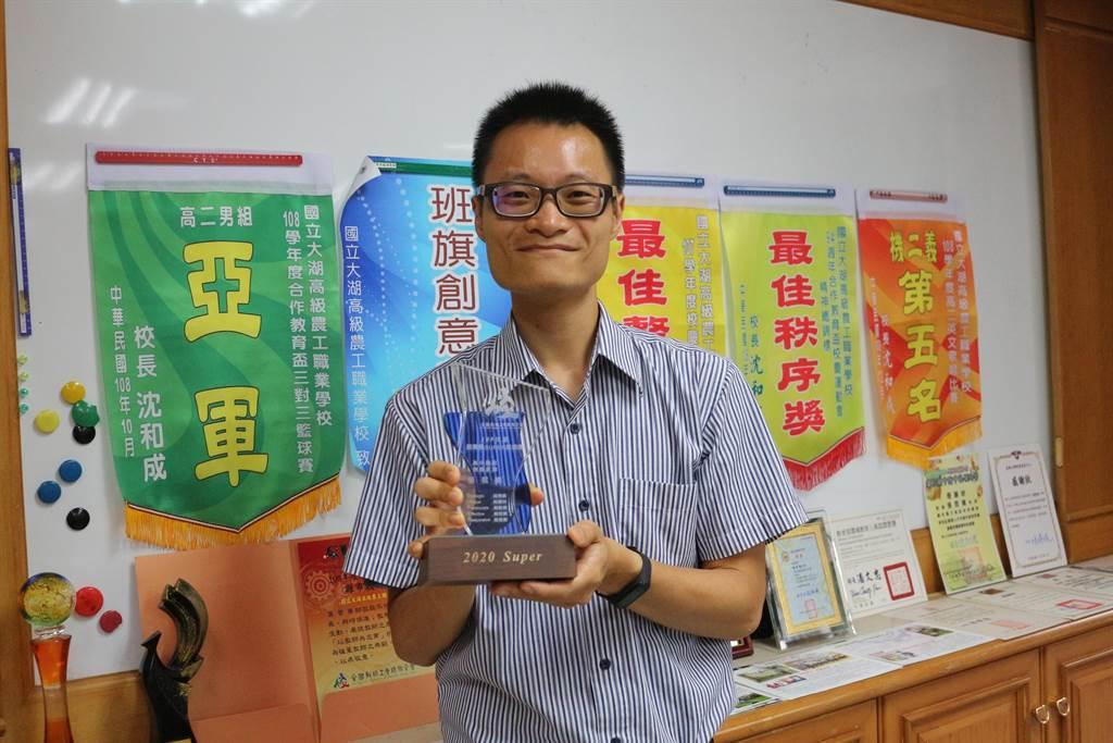 國立大湖農工公民與社會科教師張哲維榮獲109年度SUPER教師獎。(巫靜婷攝)