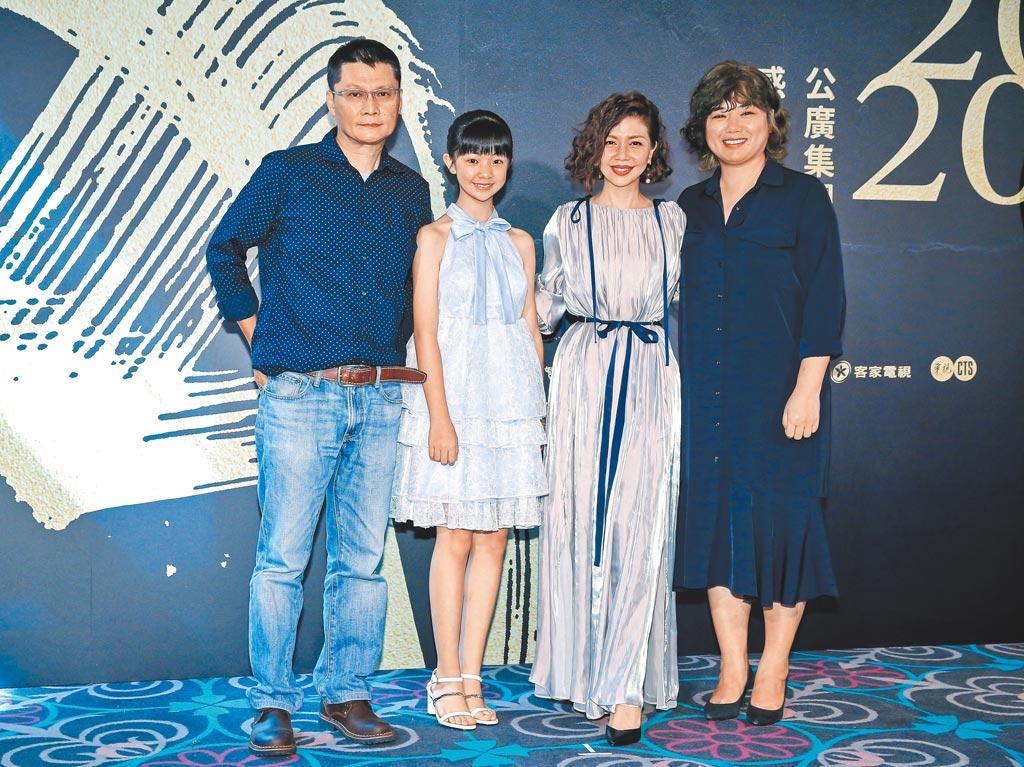 《俗女》導演陳長綸(左起)及吳以涵、于子育、導演嚴藝文昨出席金鐘茶會。(羅永銘攝)
