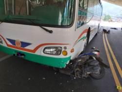台6線出磺坑隧道機車客運擦撞 騎士遭捲入輾爆頭慘死