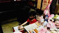 家中採光不足曾靠手電筒寫作業 她只想要檯燈來寫功課