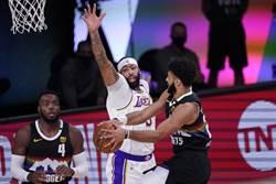 NBA》一眉哥只抓2籃板 湖人輸球最大戰犯