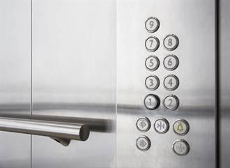 嬤搭電梯「每層樓都按」邊道歉 房東暖舉曝光惹鼻酸