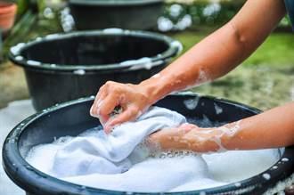 白衣如何去污?網友推「1神招」:經血乾掉也能洗淨
