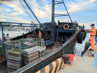 澎湖海巡隊查獲大陸漁船越界捕魚 人船押回偵辦重罰