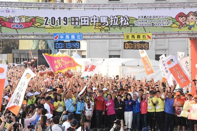 伊登去年訪彰化掀起轟動,再奪鐵人3冠軍, 王惠美電賀再邀來彰化。(彰化縣政府提供/吳敏菁彰化傳真)