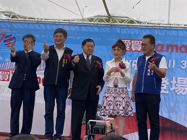 遠東集團台中愛買水湳店23日盛大開幕。(馮惠宜攝)