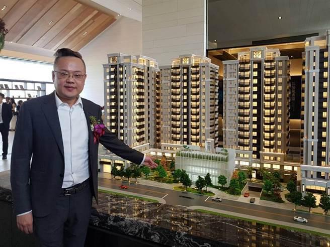清景麟董事長林聰麟23日表示,「清景麟巴克禮」大樓建案基於成本考量,每坪開價從23.5萬元到25萬元,上調到每坪介於25萬到29萬元之間。(圖/顏瑞田)