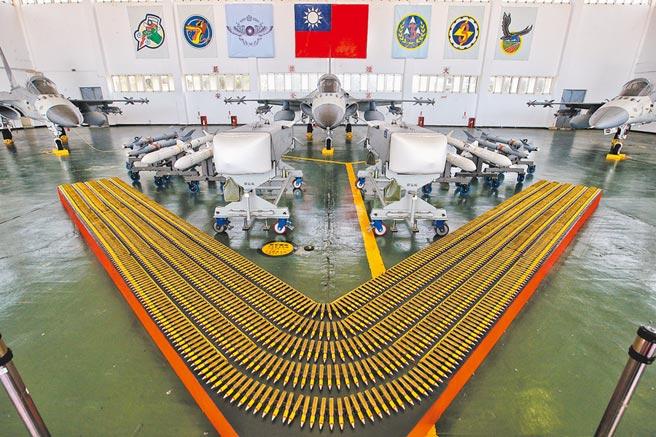 澎湖馬公基地天駒部隊IDF經國號戰機武力展示。(杜宜諳攝)