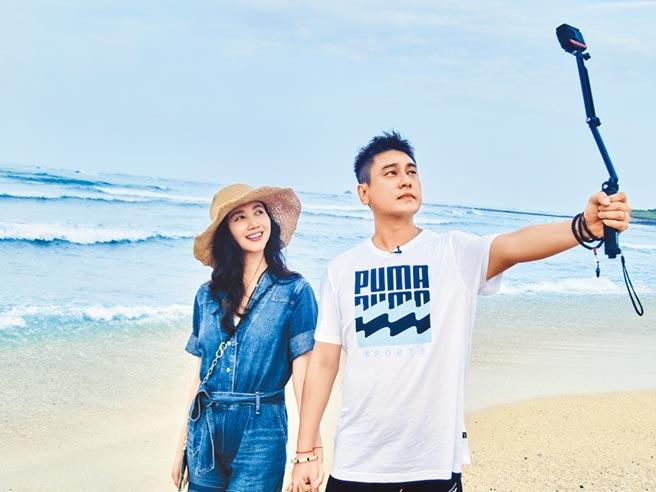 朱孝天(右)與老婆韓雯雯日前遊澎湖,甜蜜恩愛。(風雅國際提供)