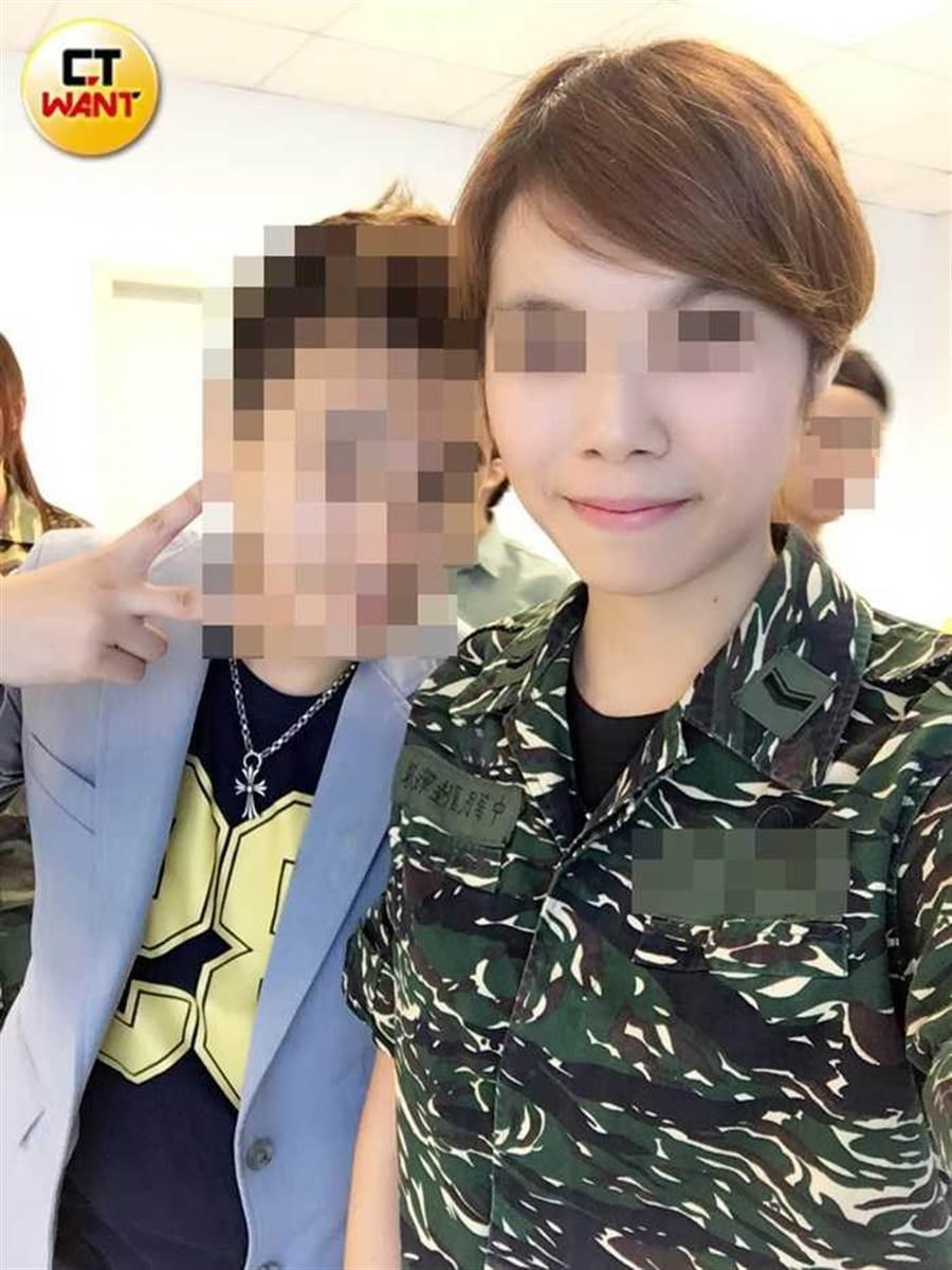 殊不知,琳琳在從事酒店業前,竟然是國軍自願役,還在海軍陸戰隊中服務。(圖/琳琳提供)