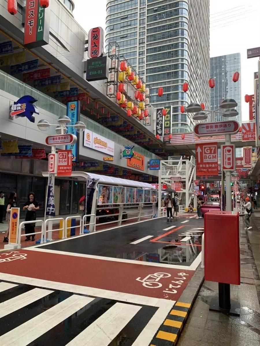 廣東佛山市一處街道重現日本「繁華街」。(取自twitter)