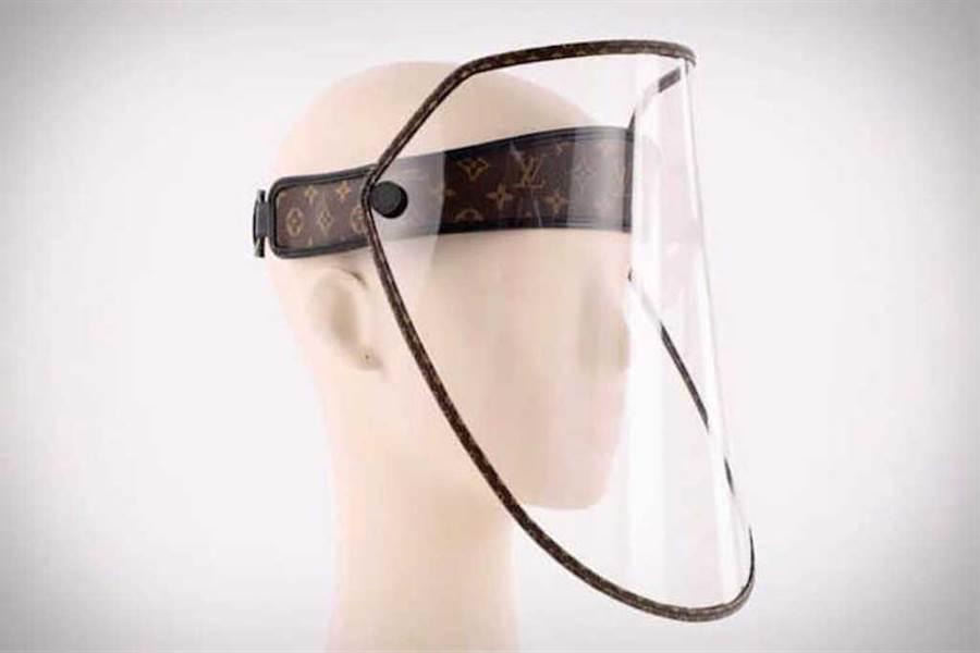 LV Shield經過精心設計,以經典老花為主要裝飾。(圖片來源:Louis Vuitton)