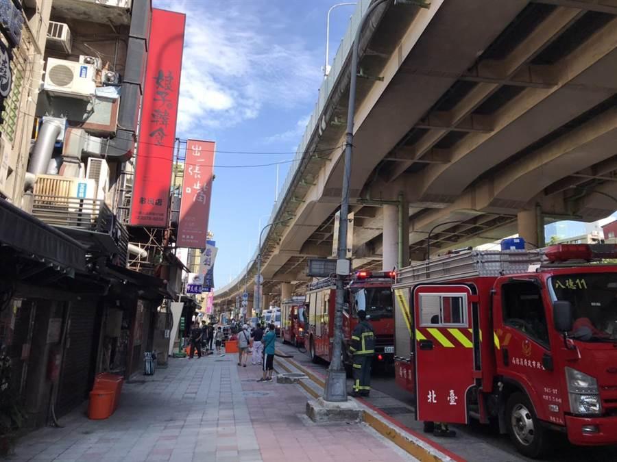 北市市民大道一家餐廳下午發生氣爆意外,造成兩員工輕傷。(翻攝照片/林郁平台北傳真)