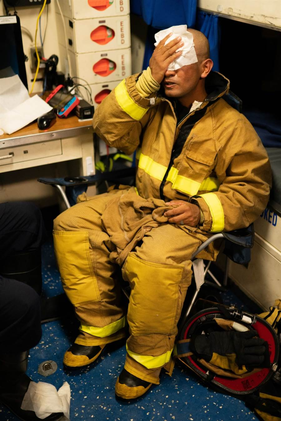 受傷的魏許號消防員。(圖/USCGC )