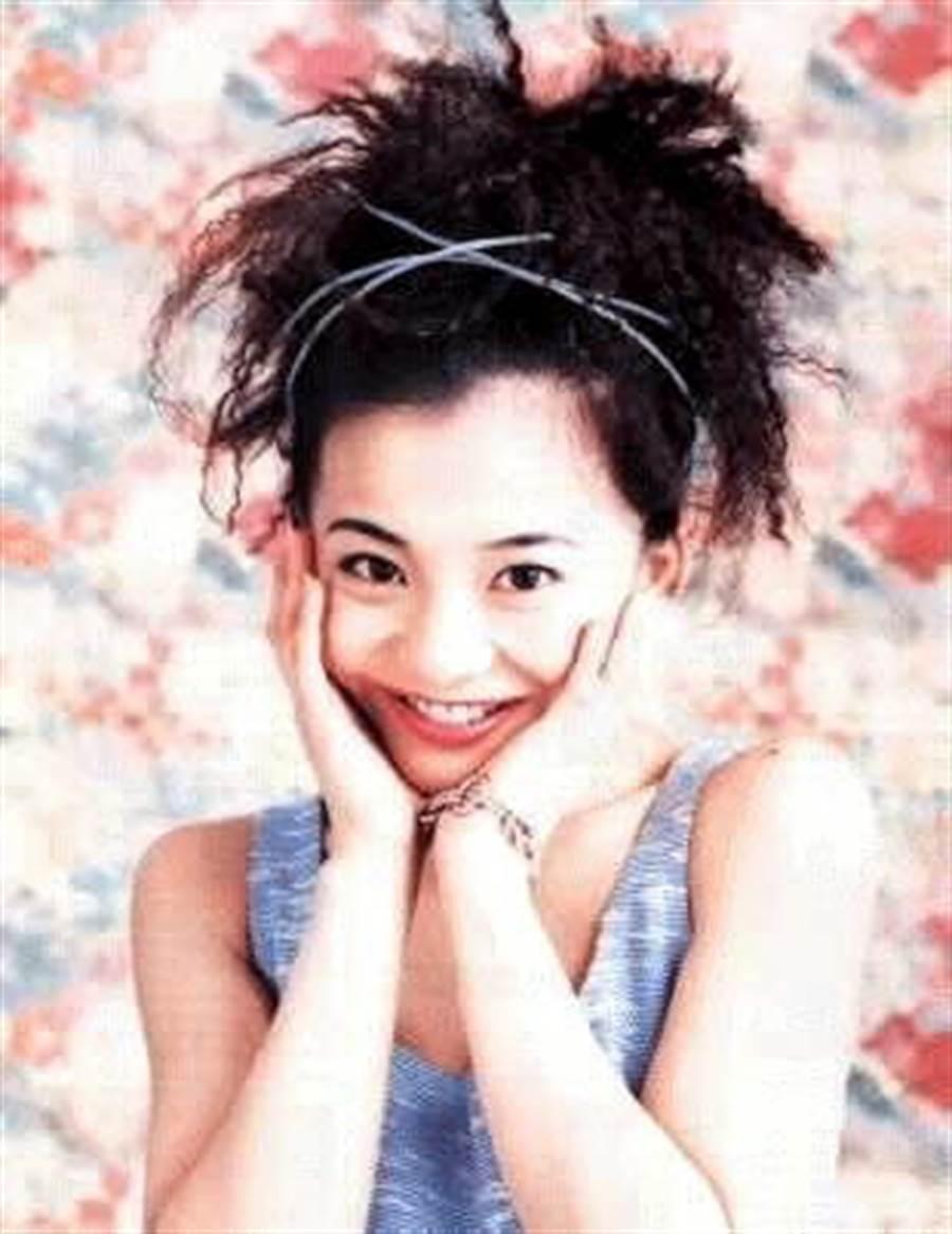 華原朋美曾經是紅極一時的日本天后,對深田恭子、濱崎步都有深遠影響。(取自網路)