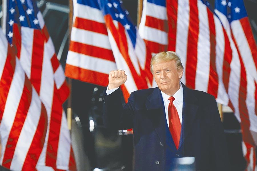 川普将在联合国重炮轰击北京,他也再度针对新冠疫情表示,「我对习近平很生气。」(美联社)
